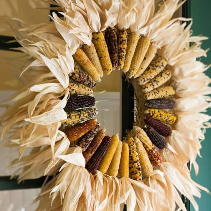 Photo credit http://www.midwestliving.com/homes/seasonal-decorating/easy-fall-decorating-projects/?page=40