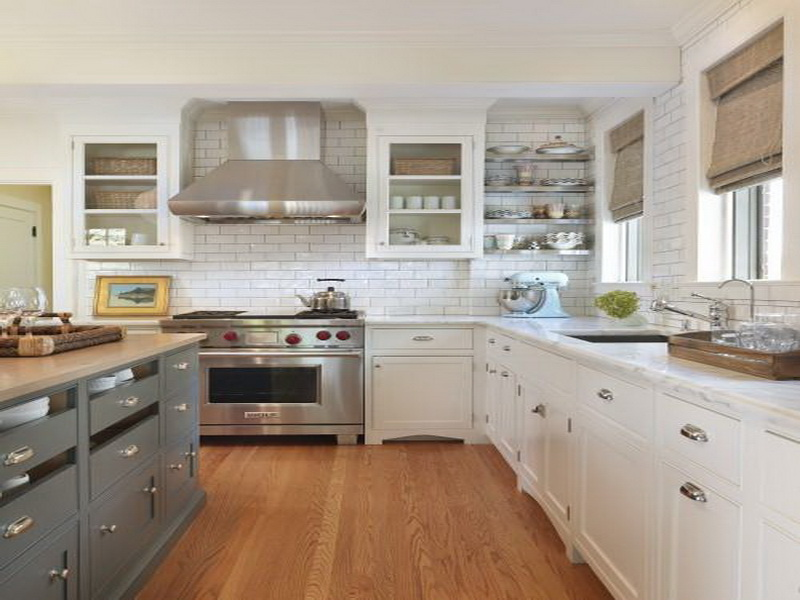 image credit http://kitchen.mydreamparty.com/simple-two-toned-kitchen-cabinets-ideas/